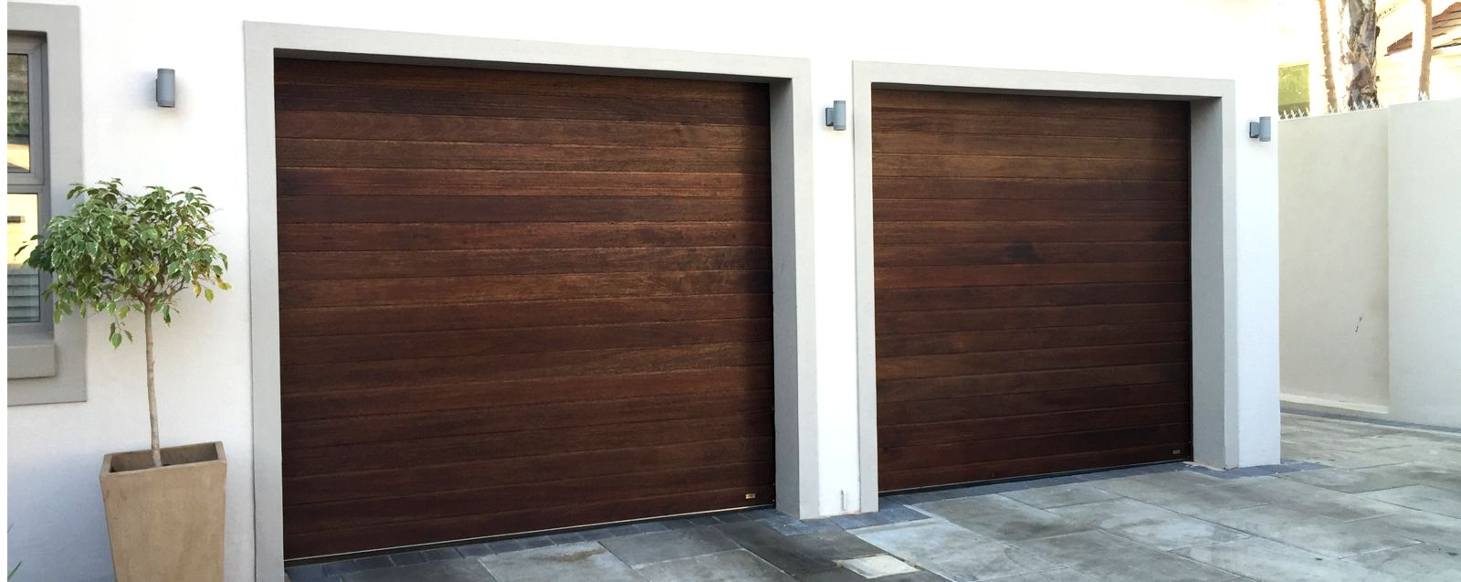 TIMBER<br>GARAGE DOORS